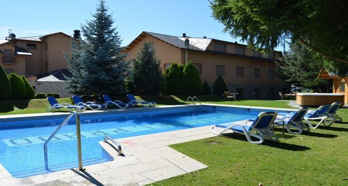 Hoteles con piscina blau verd hotels - Hoteles en huesca con piscina ...